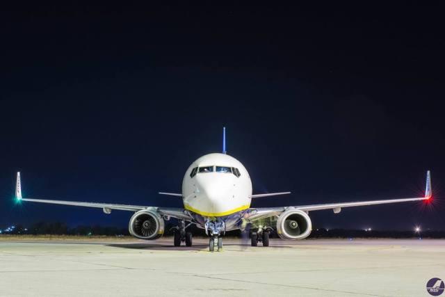 niski-aerodrom-avion