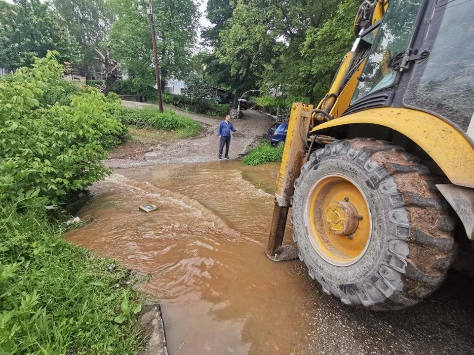 Suvobanjski potok u Niškoj Banji poplavio je dvorišta četiri kuće; Foto: GO Niška Banja