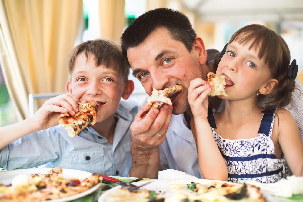 ISTRAŽIVANJE POKAZALO: Ako se zamažete dok jedete, inteligentni ste