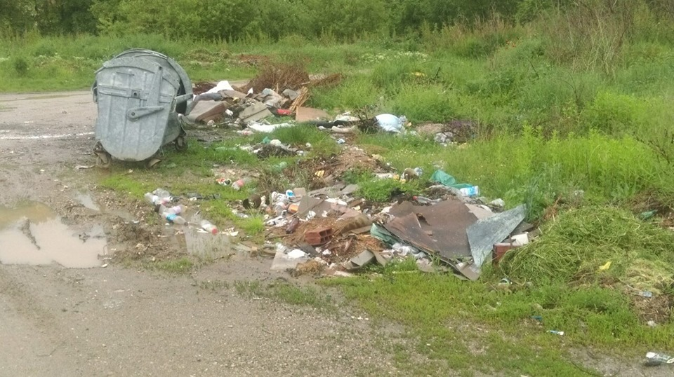 Zajedničkom akcijom GO Niška Banja i JKP Mediana nastavljeno je uklanjanje divljih deponija; Foto: GO Niška Banja