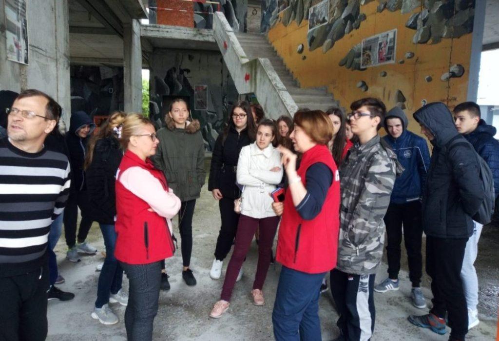 """Učenici OŠ """"Bubanjski heroji"""" obišli Rusko - srpski humanitarni centar u Nišu; Foto: Srpska istorija"""