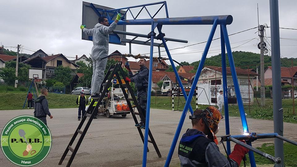 """Obnova terena """"HAOS""""; Foto: Radna akcija delijski vis"""