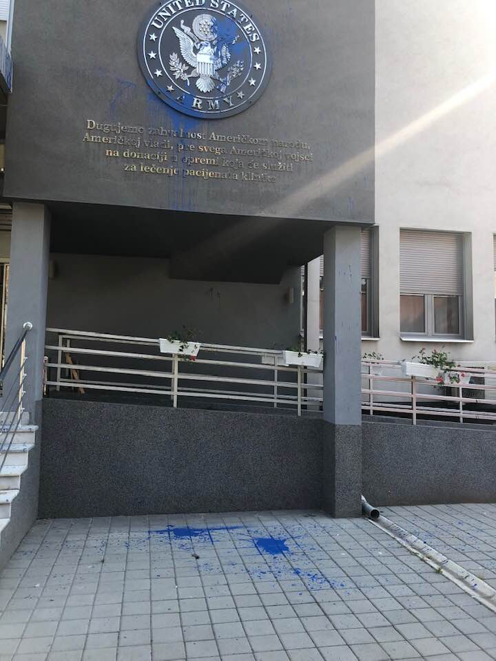Tabla Klinike za kardiohirurgiju KC Niš ponovo na meti vandala; Foto: Dragan Milić