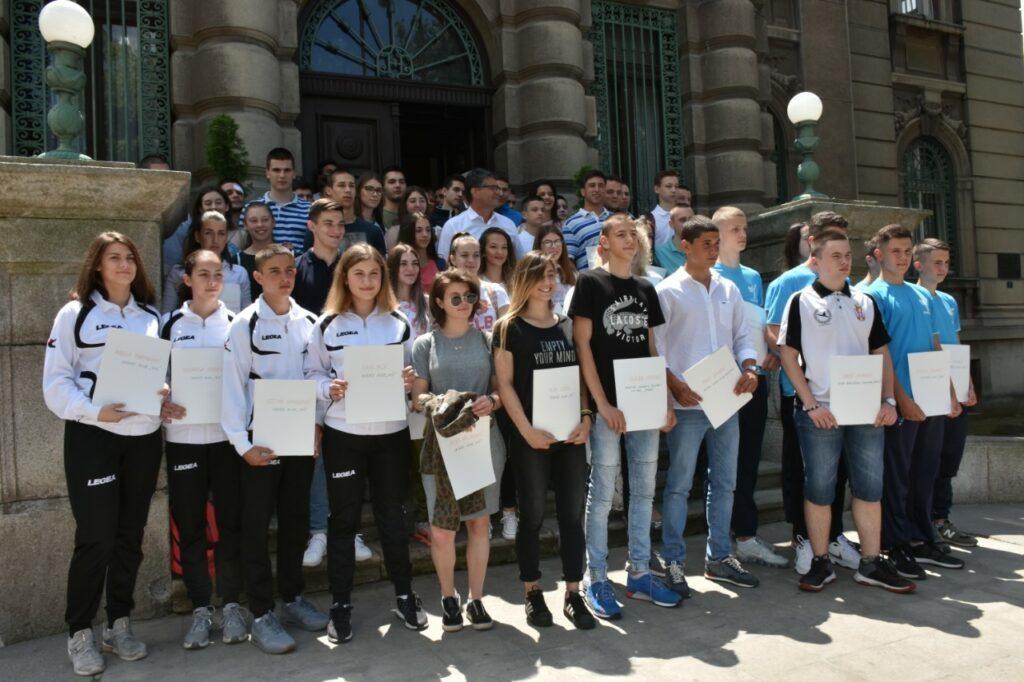 Uručene stipendije najboljim mladim sportistima Niša, Foto: Grad Niš