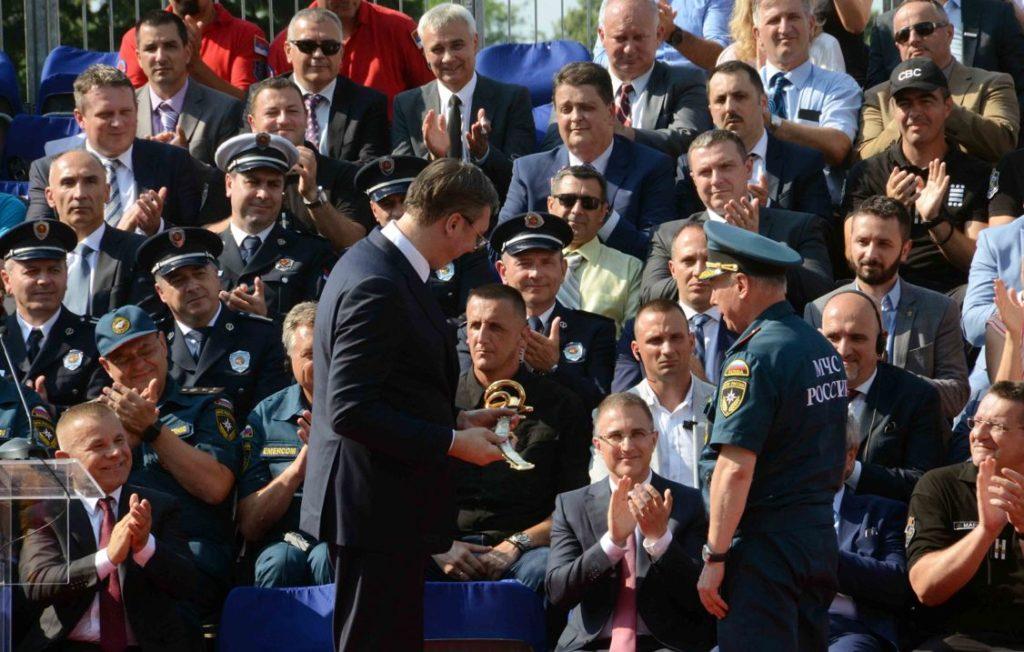 Vučić od Rusa dobio sablju