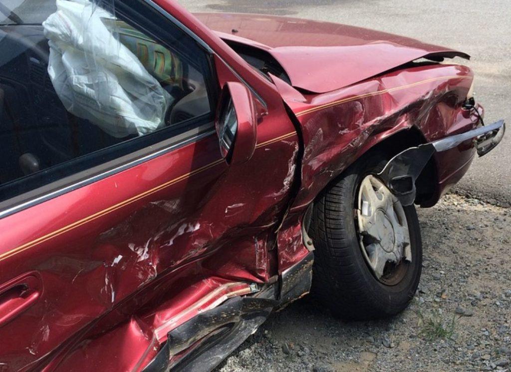 Po sadašnjem zakonu, maksimalni iznos po jednoj saobraćajnoj nesreći za štete na stvarima jeste 200.000 evra, a milion evra za smrt ili povredu