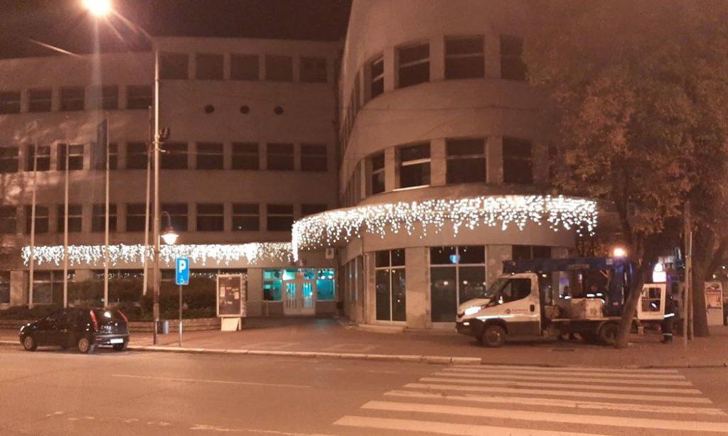 Novogodišnja rasveta u Nišu; Foto: Novinari Online