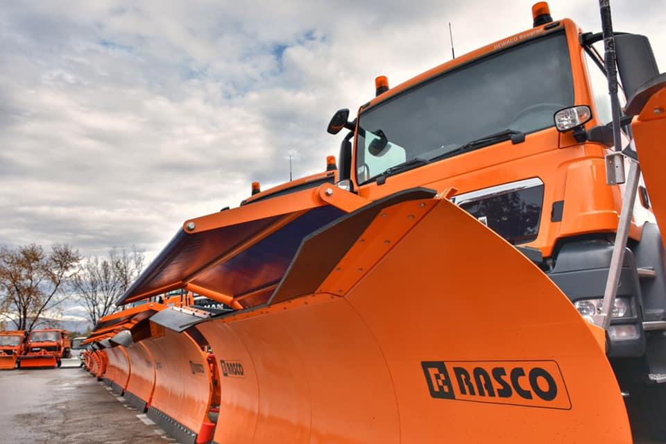 Zimska služba JKP Mediana ove zime raspolagaće sa više od 20 vozila i mašina za zimsko održavanje puteva, a u svakom trenutku dežuraće 10 ekipa, što je dvostruko više nego prethodnih godina