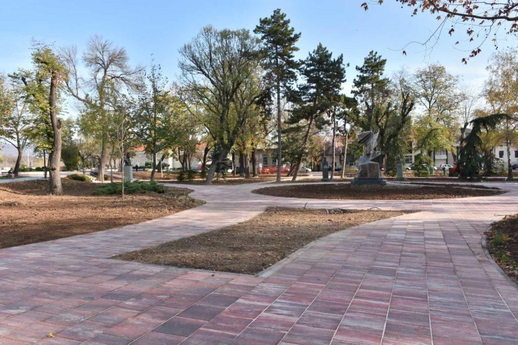 Popločan park u centru Niša