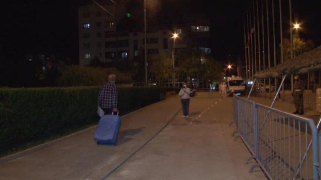 Pacijenti koji su izlečeni od korona virusa odlaze svojim kućama; Foto: Grad Niš