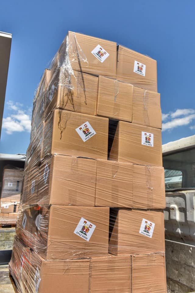 Počela je isporuka paketa za niške penzionere čija su primanja manja od 30.000 dinara. Grad je za ovu namenu opredelio 100 miliona dinara, a za distribuciju su zadužene Gradske opštine i njihovi volonteri.