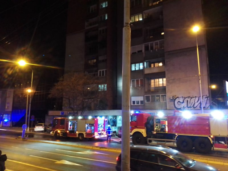 Požar u crvenom soliteru u Nišu; Foto: Novinari Online